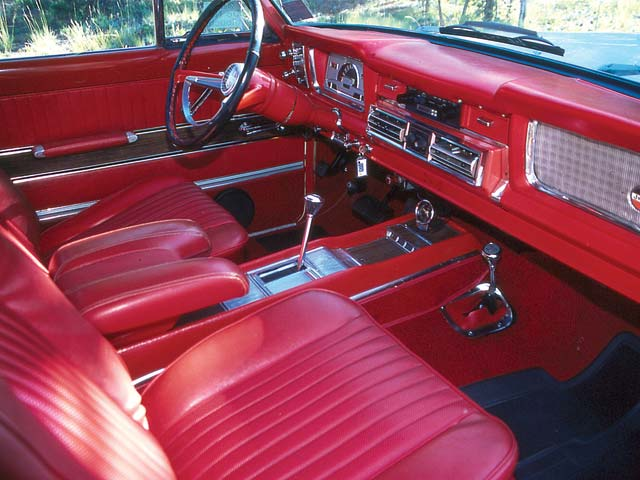 129_0501_12_z+1960s_jeep_grand_wagoneer+interior (1).jpg