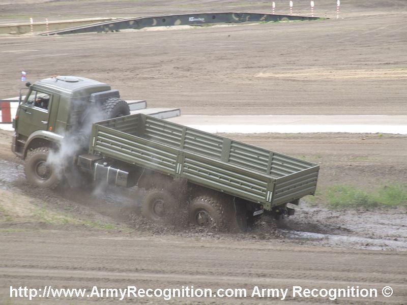 Kamaz_6x6_Truck_Euro_2_dynamic_demonstration_VTTV_omsk_2007_001[1].jpg