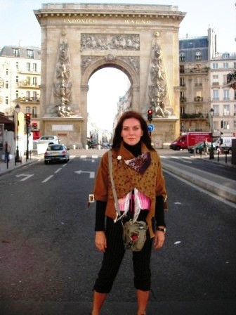 Resim ve yeleklerimle Paris'teyim.jpg